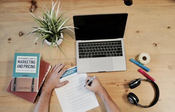 Combining Leaflet Distribution and Digital Marketing for Market Success
