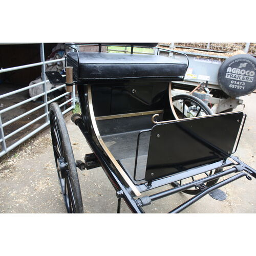 Pretty Carriage suitable for a donkey or shetland  **NEW ADVERT Oct 2021**