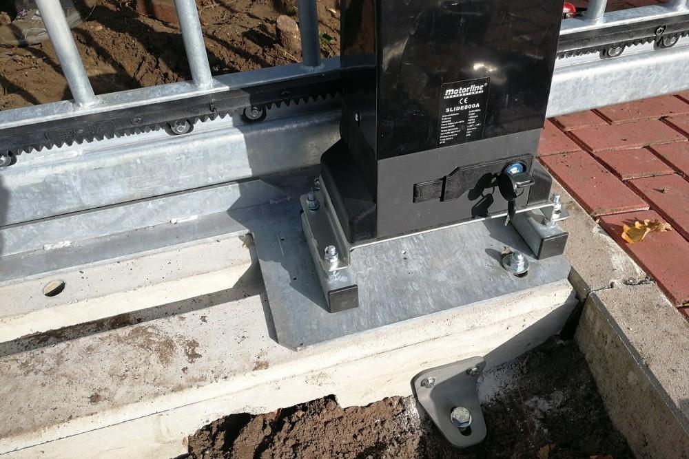 Electric gate counter balance