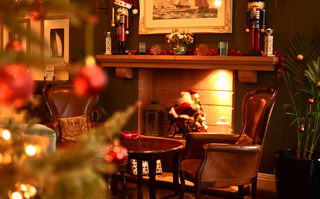 christmas decorating your restaurant or pub on a budget