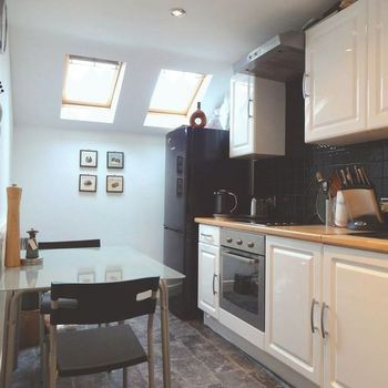 KINGS ROAD CANTON CARDIFF FULLY FURNISHED TOP FLOOR TWO BEDROOM FLAT