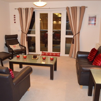 Renting in Cardiff - 2 bedroom apartment, Cardiff Bay with water views - 2 double bedrooms, family bathroom & en-suite, modern open plan living/kitchen/dining area with water views - Water rates included