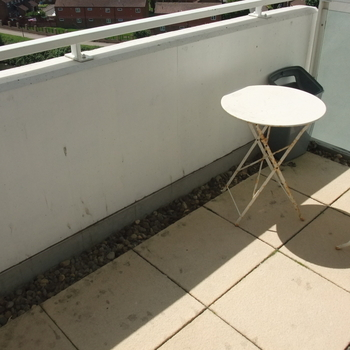 CENTURY WHARF CARDIFF BAY FULLY FURNISHED ONE BEDROOM APARTMENT WITH BALCONY