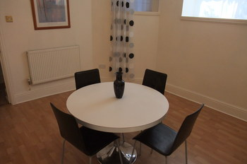 STOW PARK CRESCENT NEWPORT FULLY FURNISHED TWO BEDROOM FLAT