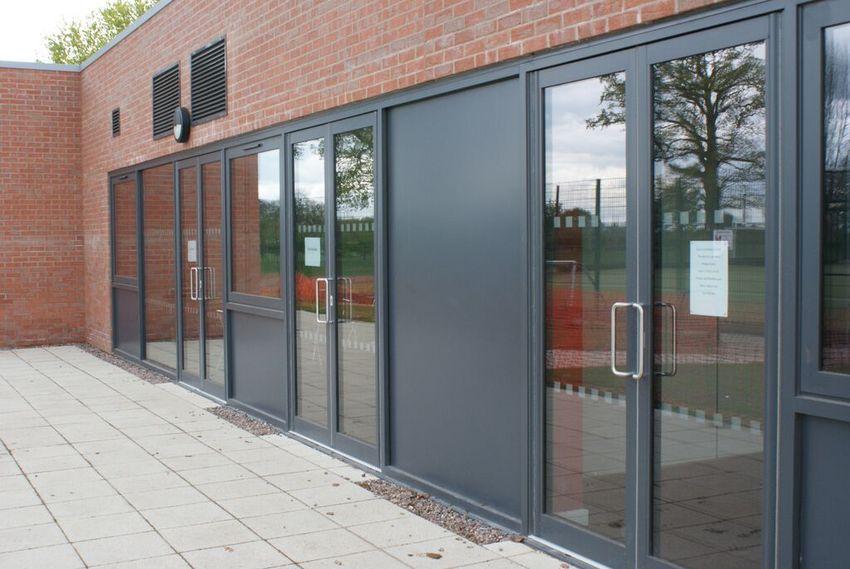 Aluminium door system