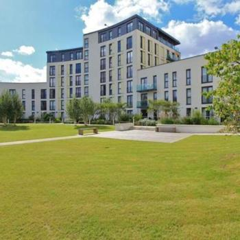 HAYES APARTMENTS CARDIFF CITY CENTRE FULLY FURNISHED TWO BEDROOM APARTMENT WITH PARKING