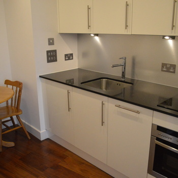THE HAYES APARTMENTS CARDIFF CITY CENTRE FULLY FURNISHED STUDIO APARTMENT.