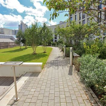 HAYES APARTMENTS CARDIFF CITY CENTRE FULLY FURNISHED TWO BEDROOM APARTMENT WITH BALCONY