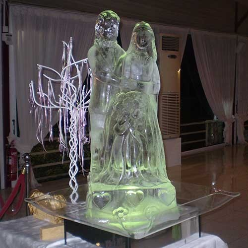 The Happy Couple Ice Sculpture