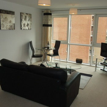 CENTURY WHARF CARDIFF BAY FULLY FURNISHED STUDIO APARTMENT