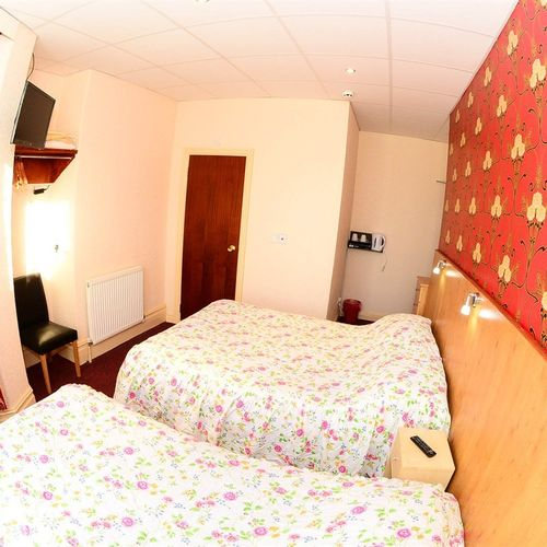 Family-Ensuite-Sleeps upto 3 people