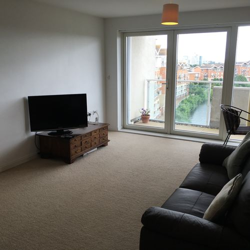 CENTURY WHARF CARDIFF BAY FULLY FURNISHED TWO BEDROOM APARTMENT WITH WATER VIEWS