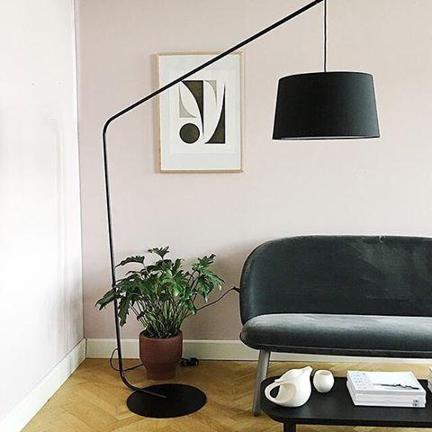 Lobby floor lamp