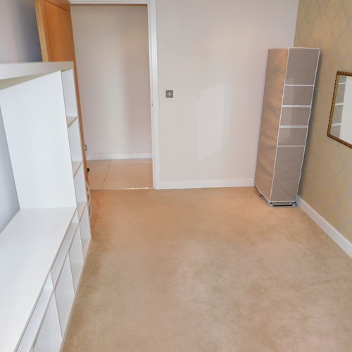 Renting in Cardiff - 3 Bedroom Apartment in Cardiff Bay. *A MUST SEE*  Immaculately presented 3 double bedroom apartment with a private balcony with water views