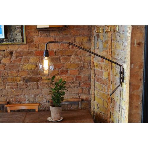 Pencher wall light