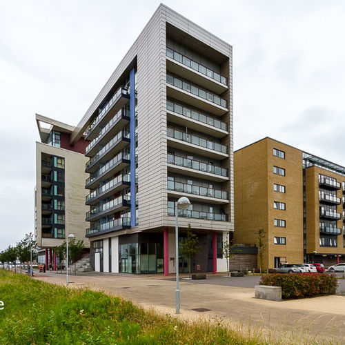 PROSPECT PLACE CARDIFF BAY FULLY FURNISHED ONE BEDROOM APARTMENT WITH BALCONY