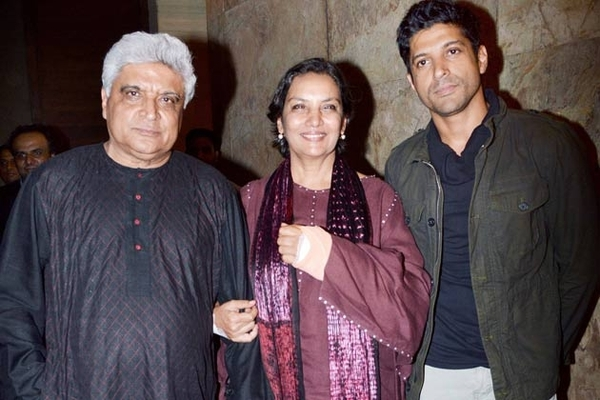 Shabana Azmi, Javed Akthar & Farhan Akthar Descend In London