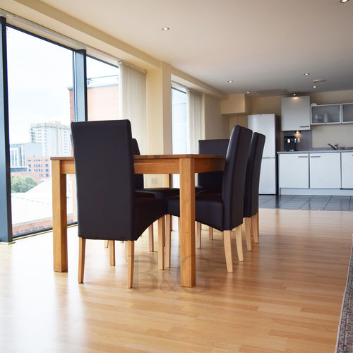 Renting In Cardiff - 2 Bedroom Apartment in Cardiff, Fantastic Balcony with Stunning Water Views