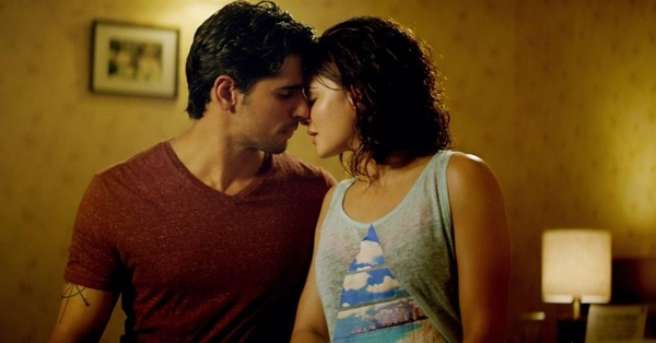 The chemistry sizzles between Sidharth Malhotra and Jacqueline Fernandez in 'Laagi Na Choote'