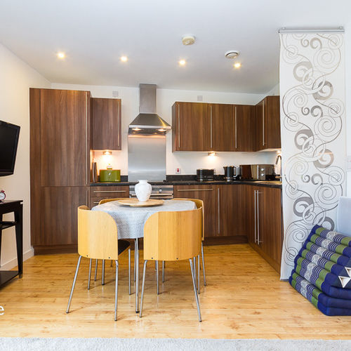 QUAYSIDE CARDIFF BAY FULLY FURNISHED TWO BEDROOM APARTMENT