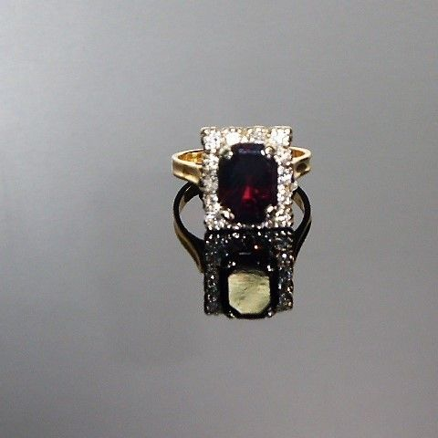 18ct GOLD VINTAGE DIAMOND & GARNET RING