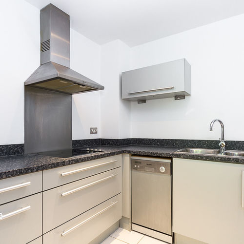 VICTORIA WHARF CARDIFF BAY FULLY FURNISHED ONE BEDROOM APARTMENT WITH BALCONY