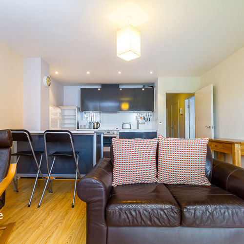 WATER QUARTER CARDIFF BAY FULLY FURNISHED TWO BEDROOM APARTMENT WITH WATER VIEWS