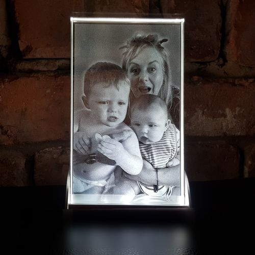 Glass portraits and light stand