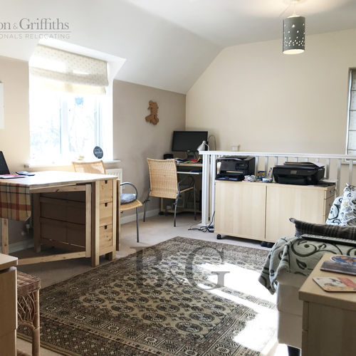 Renting in Bridgend - 2 Bedroom Coach House Apartment with Garage, Parking and Rear Garden