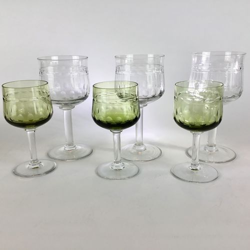 Pretty set of 10 tulip shaped wine glasses by Val Saint Lambert