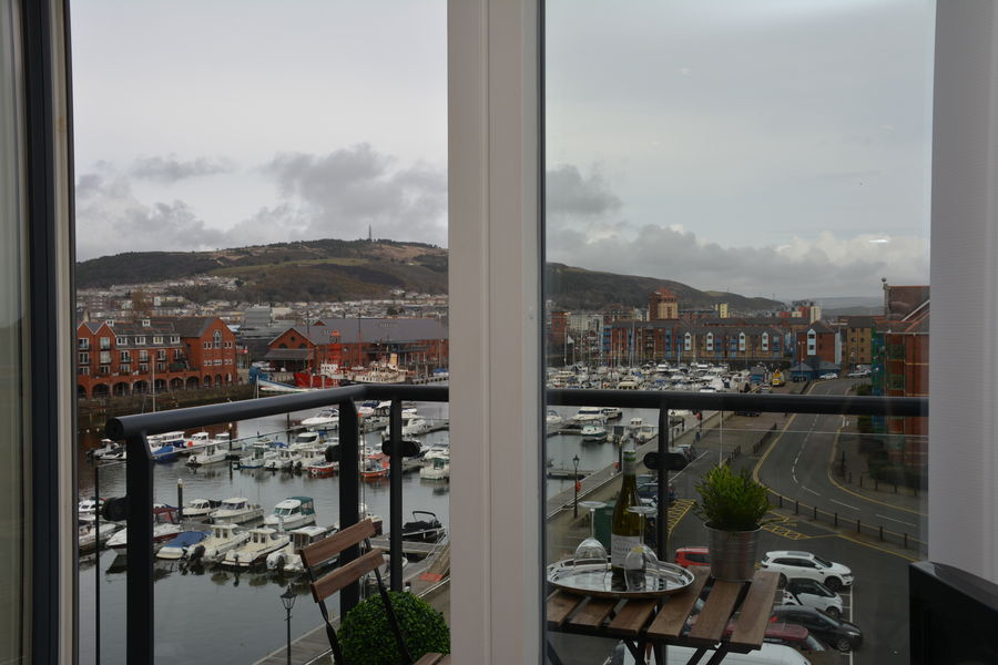 Meridian Quay -  Superb Location Overlooking the Wharf, 4 Star