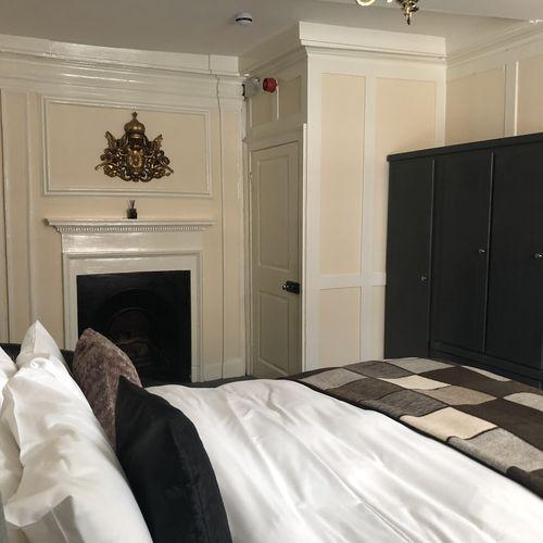 King-Ensuite - Room 02