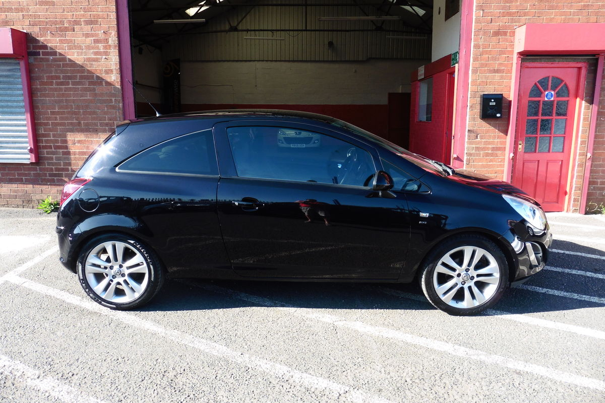 Vauxhall Corsa SXI  AC - Drive Away Today!