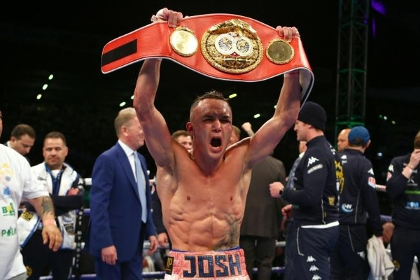 Warrington crowned IBF world Champion defeating Selby by split-decision