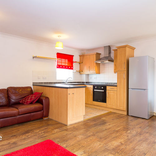 PAGE DRIVE PENGAM GREEN FURNISHED TWO BEDROOM COACH HOUSE