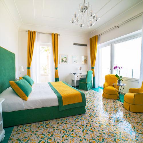 Elegant Art Deco Villa with views of The Bay of Naples