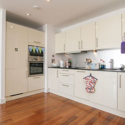 HAYES APARTMENTS CARDIFF CITY CENTRE FURNISHED TWO BEDROOM APARTMENT