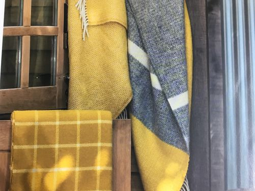 Woollen Throws & Blankets