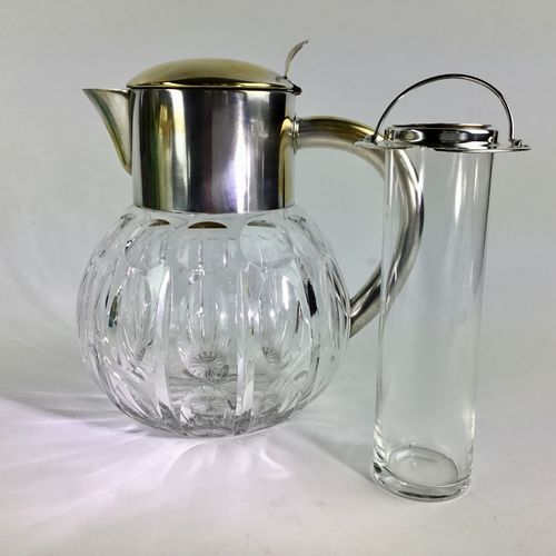 Crystal cooling jug with removable ice holder