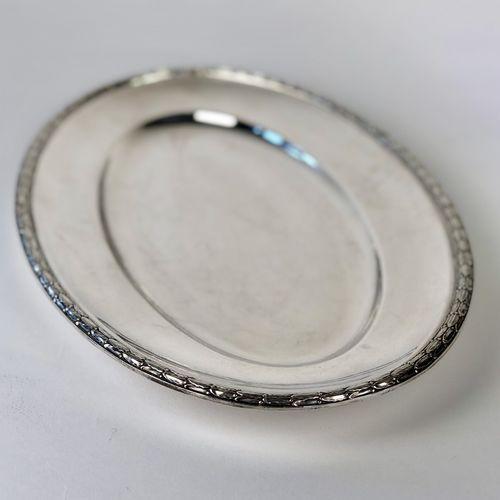 Oval laurel leaf rimmed silver plated platter