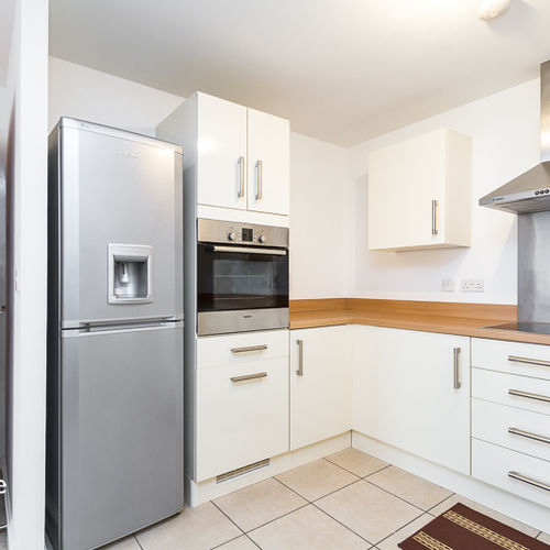 CENTURY WHARF CARDIFF BAY FURNISHED ONE BEDROOM APARTMENT