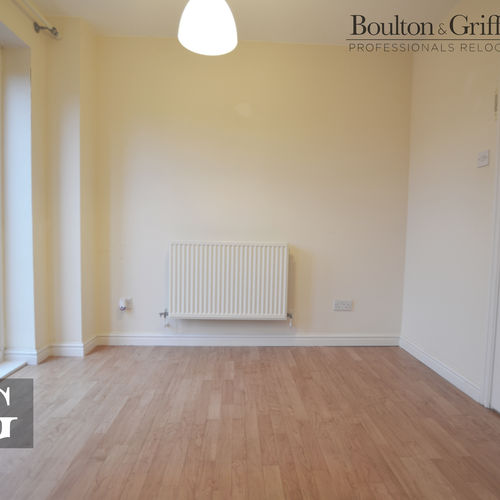 2 Bedroom Unfurnished House close to Bridgend Town Centre with drive & private rear garden - A must see!