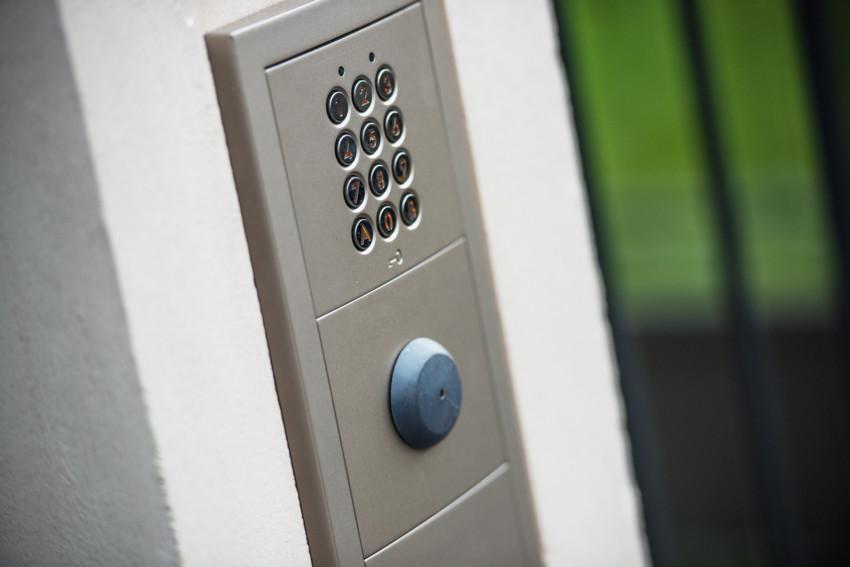 Access control & intercoms