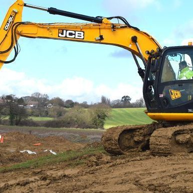360 degree excavators both tracked and wheeled from 1Tonne upwards