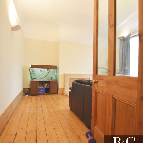 Renting in Cardiff - 3 Bedroom Ground Floor Apartment - Llandaff, Cardiff - Well Sought after Residential Area