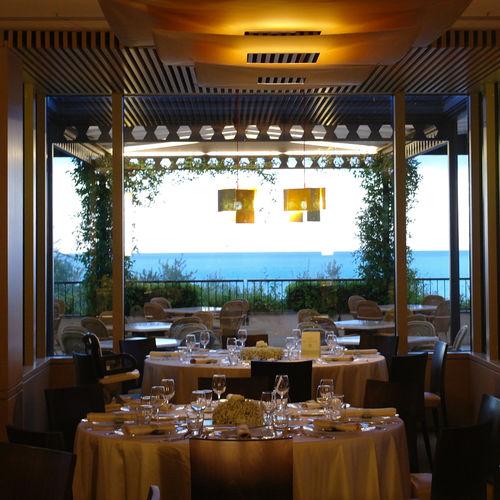De luxe Beach Club and Spa