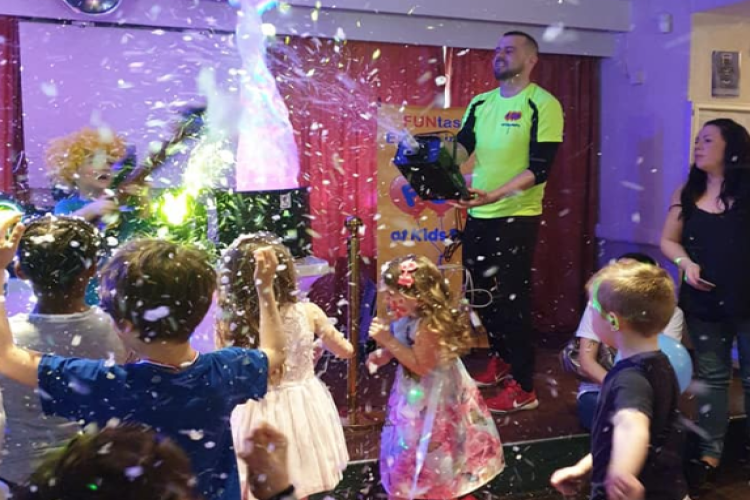 Kids Entertainment FUN Disco Party Snow