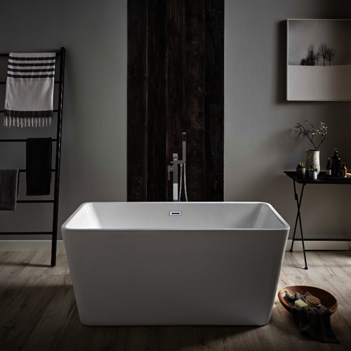 Deluxe Free Standing Statement Bath