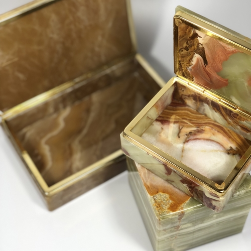 Chic trio of 1970s onyx and gilt boxes and paperweight