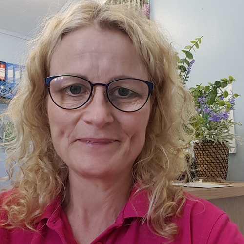 Kate Guy-Coombes (Manager and proprietor)